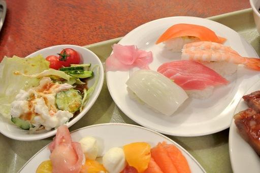 寿司とサラダ