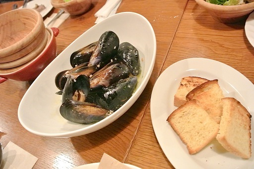 大盛りムール貝の白ワイン蒸し