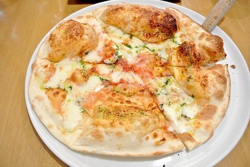 ふんわりチーズピッツァ