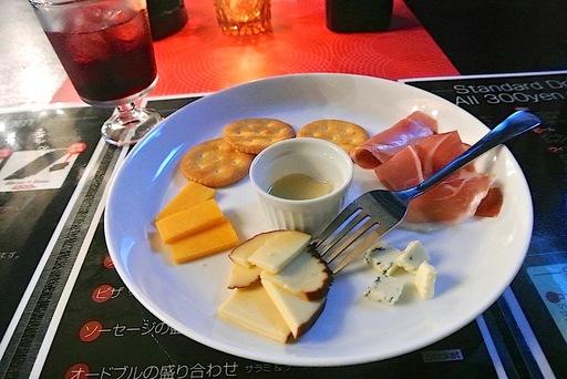 生ハムとチーズ3種盛り合わせ
