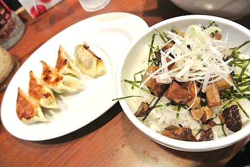 チャーシュー丼+餃子