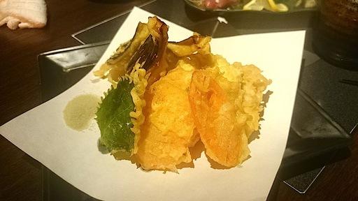 地鶏と有機野菜の天ぷら盛り合わせ ~抹茶塩を添えて~