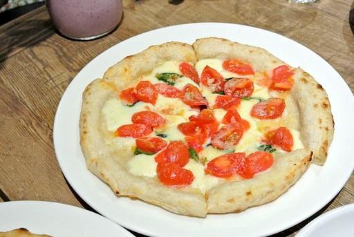 フレッシュトマトのマルゲリータ