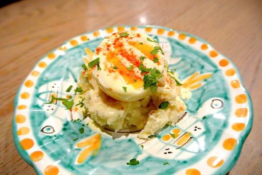 ポテトサラダ燻製卵載せ