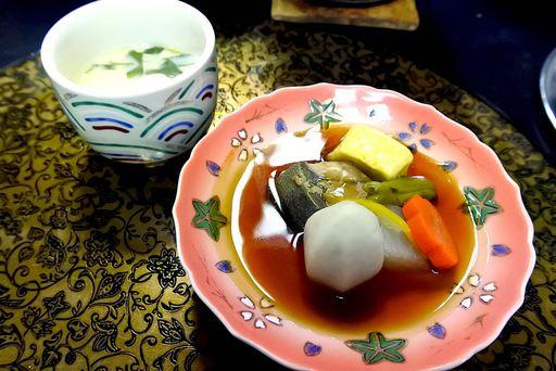 鰤と根菜の炊き合わせ 大根、人参、しし唐、海老芋、鉢柚子