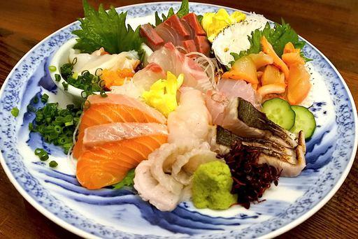 築地直送!1日限定10食の刺身ガチ盛り500円