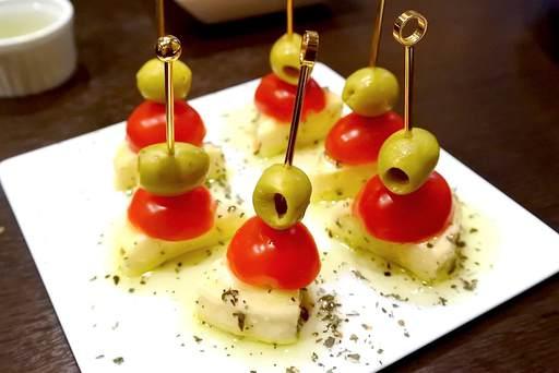 オイル熟成チーズのピンチョス