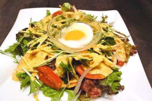 たっぷり野菜のスパイシーエスニックサラダ