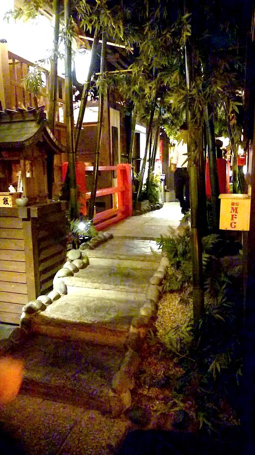 夜の京都を再現した店内