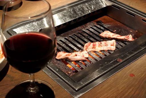 ワインと肉