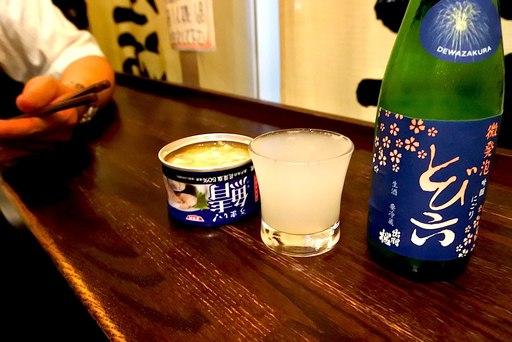 鯖缶と日本酒