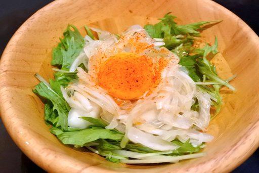 玉ねぎと卵黄の、たまたまサラダ