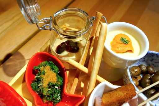 フムス、わさび菜のおひたし、茶わん蒸し自家製コンビーフとウニ