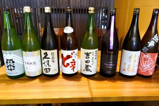 ずらりと並ぶ日本酒たち