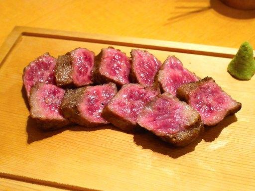 肉盛り希少部位サブトンのステーキ