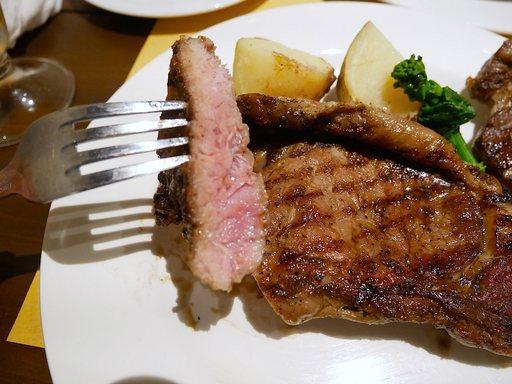 ブラックアンガス牛のトマホークステーキ