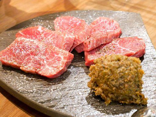 長野県産ふきのとう肉味噌をランプにのせて