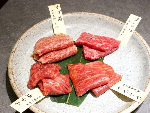 上赤身肉と特選霜降りロース