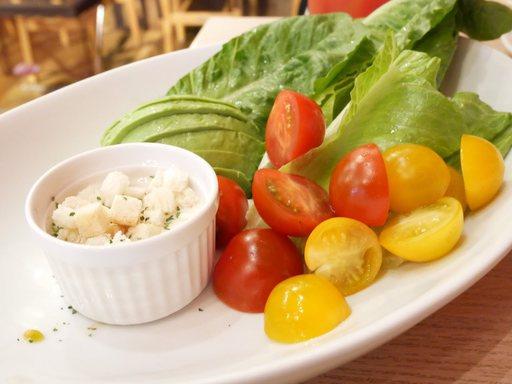 ロメインレタスとアボカドのディップサラダ