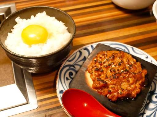 牛スープで炊いた銀白米とおかず焼き味噌、有機赤玉生卵