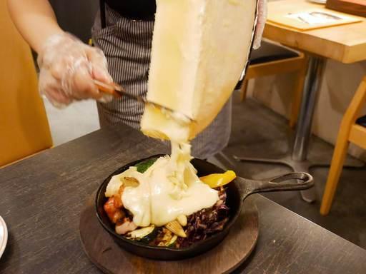 グリル野菜とラクレットチーズ