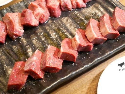 厚切りの特上タン with 牡蠣コンフィレモン