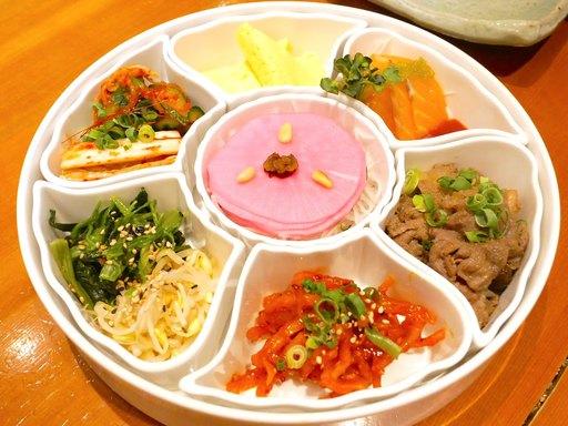 サムして食べる前菜盛り合わせ〜七節板〜