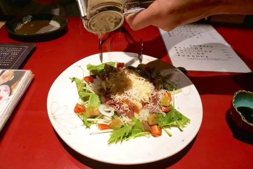 生ハムとアボカドとベビーリーフのサラダ