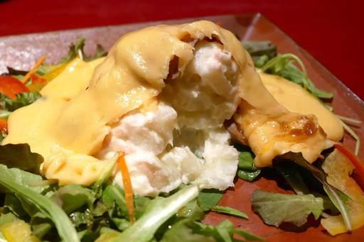 ローストビーフポテサラ とろのびチーズソース
