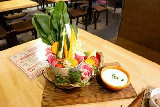 日替わり新鮮野菜のバーニャカウダー~自家製濃厚ソース~