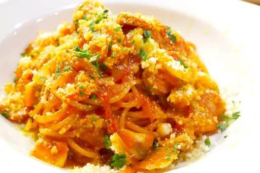 トマトソース、ピーマン、イタリアンソーセージのナポリタンスパゲティ