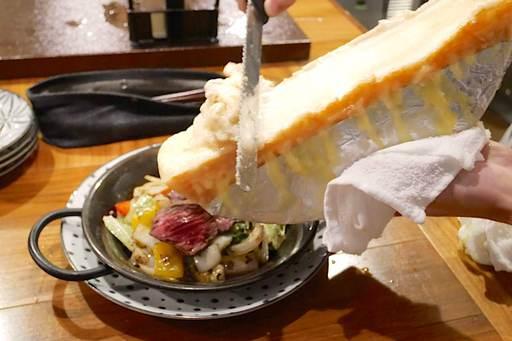 牛ハラミのタリアータ ラクレットチーズがけ