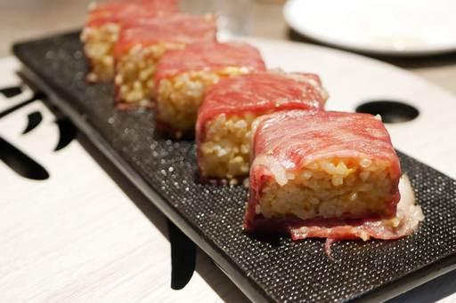和牛とウニの押し寿司