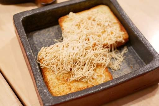 フォアグラの為に焼かれたブリオッシュとそのブリオッシュの為に作られたフォアグラバター