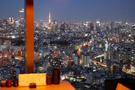 東京の夜景を一望する38階の個室