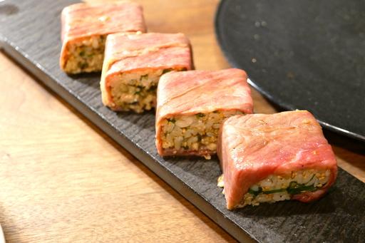 牡蠣と和牛の押し寿司