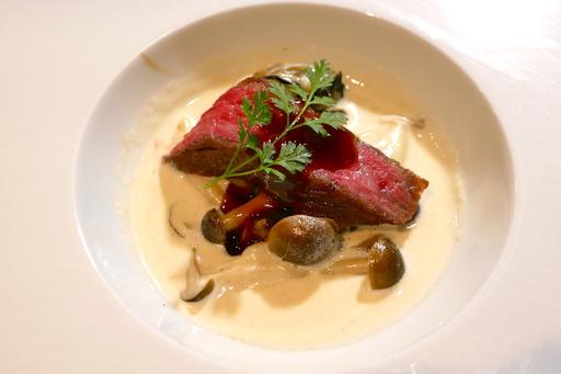 和牛イチボのサウナロースト 牡蠣とシメジのクリーム煮 マデラソース