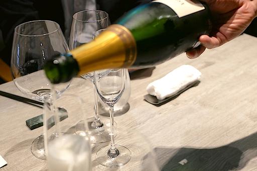 UNIQUEなお肉料理とワインペアリングのプレミアムな限定コース