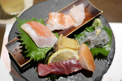 地きんめ鯛、熟成地きんめ鯛、とろ地きんめ鯛食べ比べ入り厳選お造り盛り合わせ
