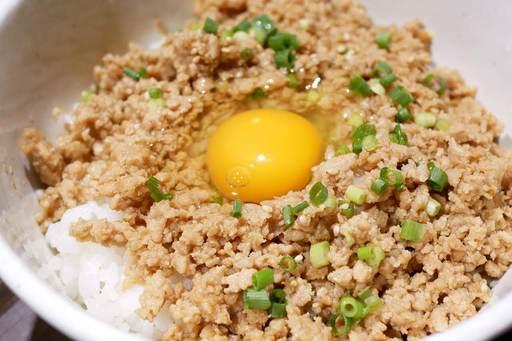 竹鶏卵の卵かけそぼろごはん