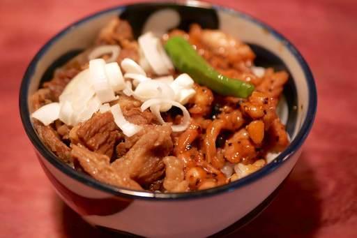 鶏せせり黒胡椒炒め丼&牛スジ煮込み丼