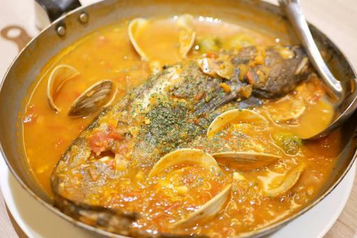 本日の鮮魚の燻製ブイヤベース