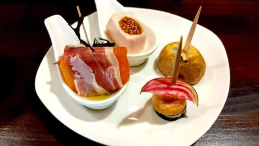 インカのめざめゴルゴンゾーラチーズ焼きハニーソース、Fresh☆ベジ味噌甘糀ひと口ピンチョス、完熟柿と生ハムのピンチョス、美桜鶏むね肉の低温調理ひと口ピンチョス
