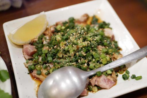 鶏モモ肉のタタキ