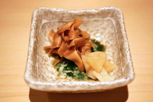 米酢と赤酢に漬けたガリ